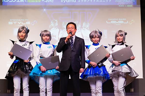 就任式のあいさつをする株式会社ユニットコム 代表取締役 端田泰三と無限女子 Forwardメンバー