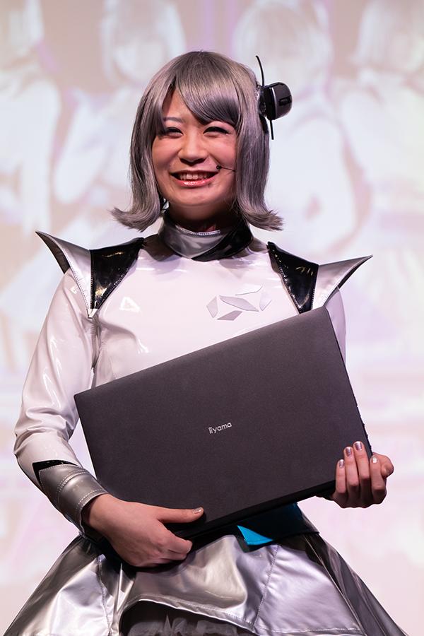 就任の挨拶する小島夕佳さん