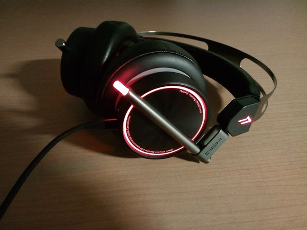 Spearhead VRX Gaming HeadphonesのLEDチューブを縮めた状態