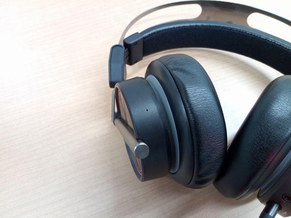 Spearhead VRX Gaming Headphonesの本体に搭載されている通信用のフロントマイク