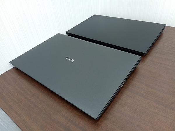 幅の比較(手前:デスクトップCPU搭載ノート、奥:モバイルCPU搭載ノート)