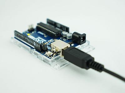 ArduinoとパソコンをUSBケーブルでつなぐ