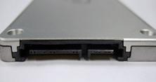 SSDの接続端子:2.5インチ型SATA SSDドライブ側