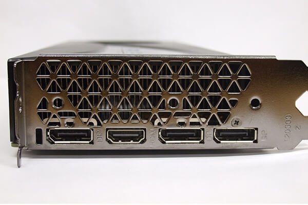 ZOTAC製GeForce RTX 2060 SUPERカードの出力コネクタ部分
