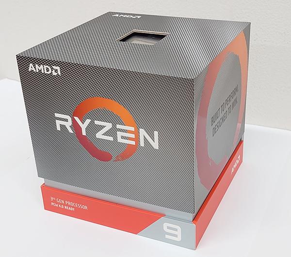 Ryzen 9 3900Xのパッケージは、従来とは異なるデザインとなっています。右下の「9」が大きめにプリントされています。