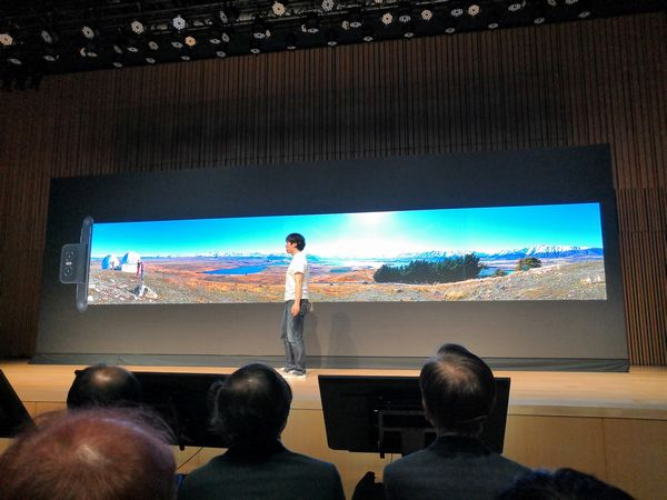 ZenFone 6のFLIP CAMERAによるこれまでにない広角のパノラマ撮影