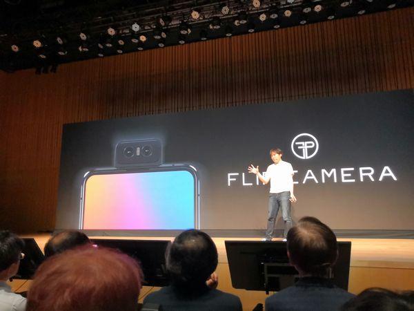 ZenFone 6の「FLIP CAMERA」を紹介
