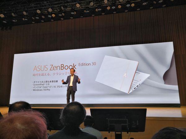 ZenBook Pro Duo 30周年モデルを発表する台湾ASUSのJonny Shih会長
