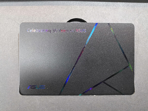 ZenFone 6の30周年記念モデル同梱の特別なオーナーカード