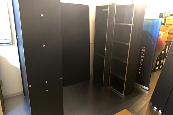 OTONA基地の各ユニット(デスク、壁板、クローゼット、本棚)を仮置き