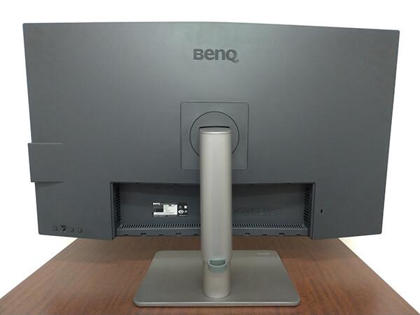 BenQ PD3220U の外観(背面)