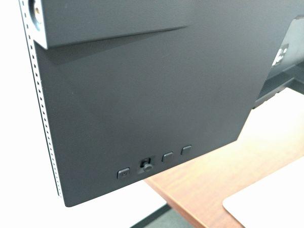BenQ PD3220U の背面左下にあるコントロール部分