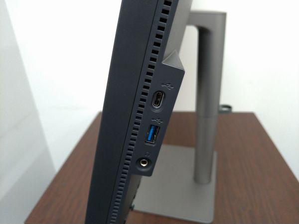 BenQ PD3220U左側面の接続端子部分