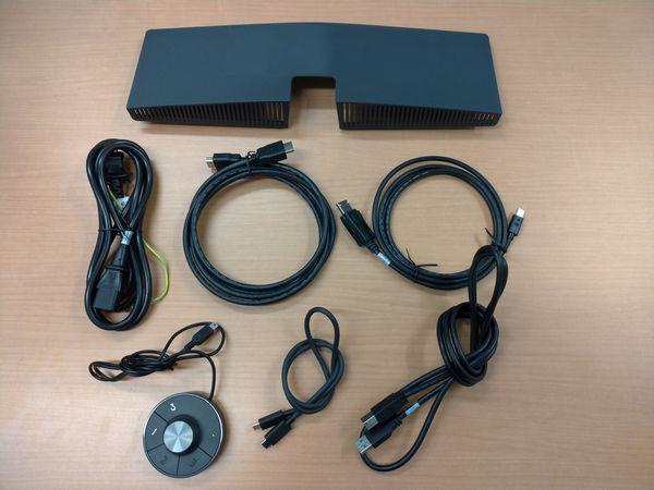 BenQ PD3220Uの付属品(端子カバー、各種ケーブル、OSDコントローラー)