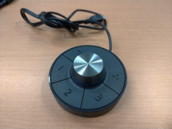 BenQ PD3220UのOSDコントローラー