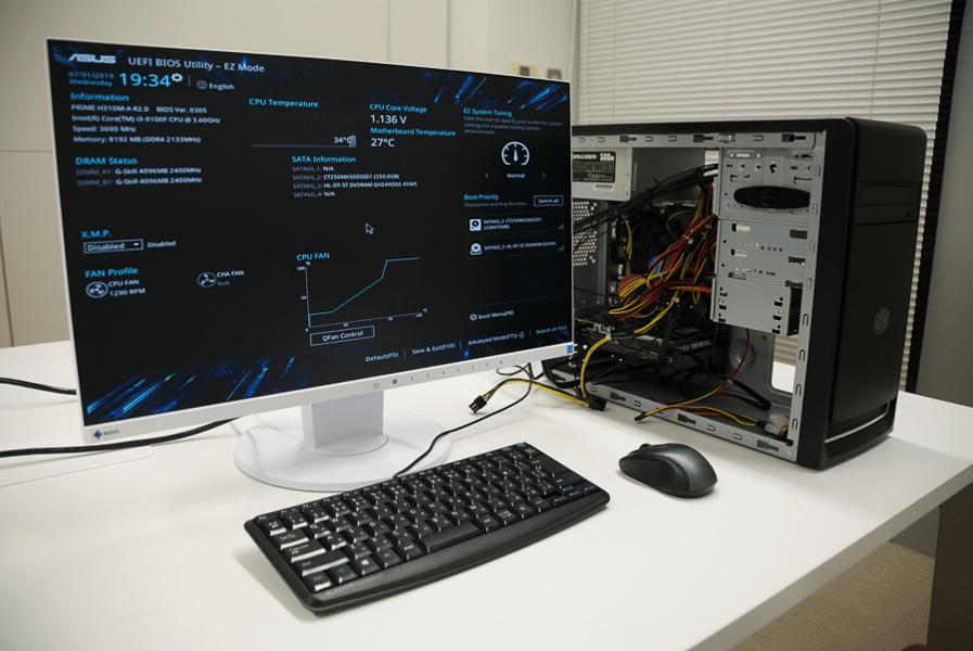 ディスプレイに表示された「UEFI BIOS Utility」画面