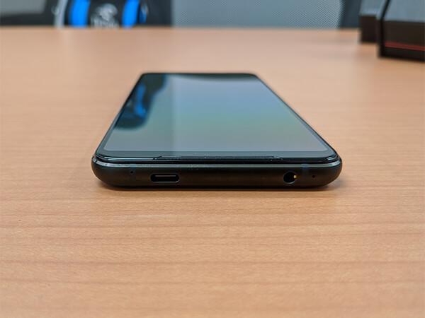 ASUS ROG Phone 2の外観(底部)