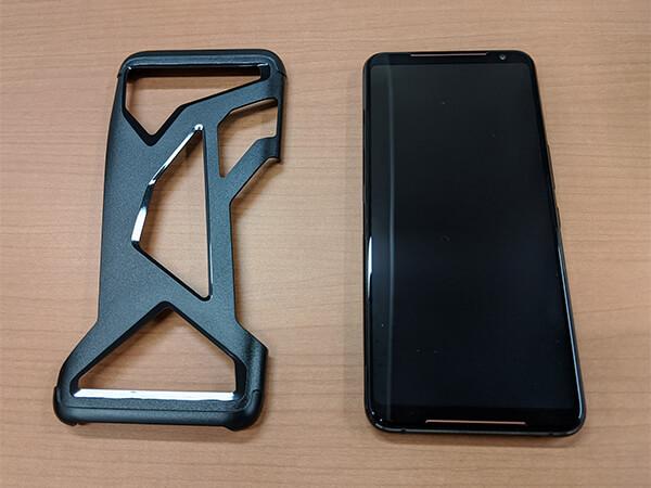 ASUS ROG Phone 2本体と付属品の専用保護カバー「AeroCase」