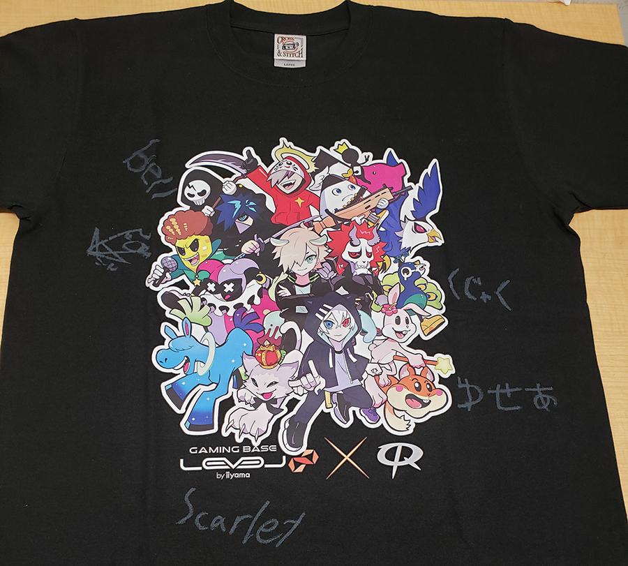 Crazy Raccoonメンバーのサイン入りTシャツ