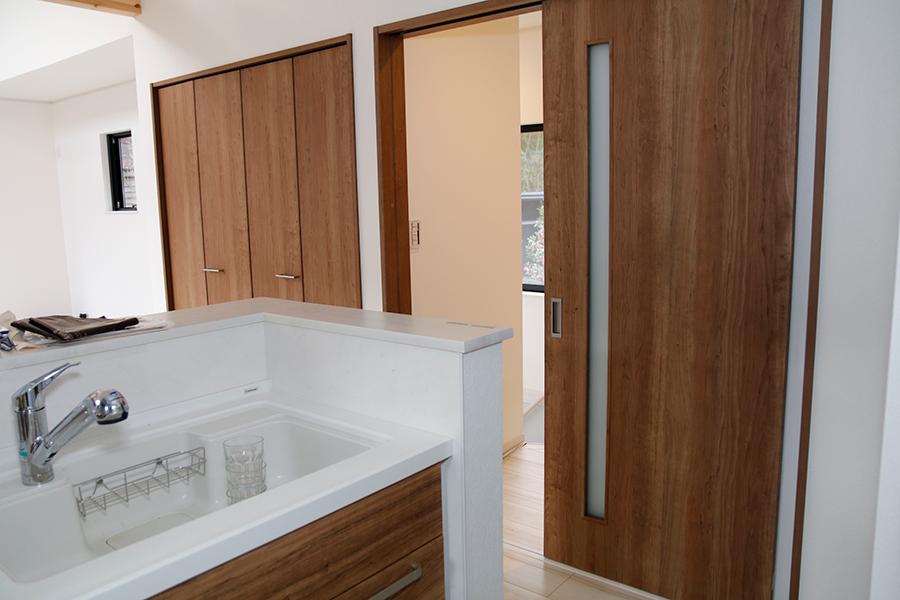 共同で利用されているキッチンがある部屋