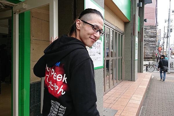 マウスを買いにパソコン工房 グッドウィル 名古屋大須店へと向かう中川(以下略)選手