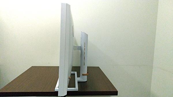 Prestige PS341WUの外観(右側面)