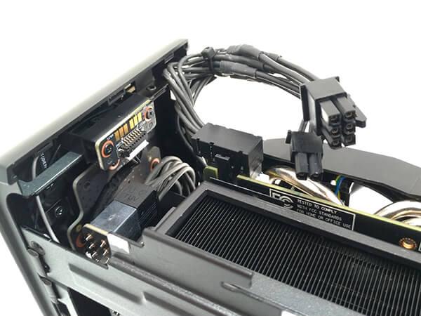 インテルNUC9i9QNXのPCI-Express補助電源コネクタ
