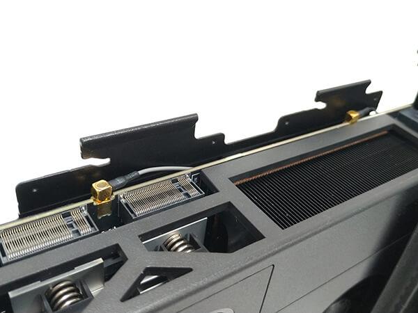 インテルNUC9i9QNXのメインボードに接続されている無線LAN端子