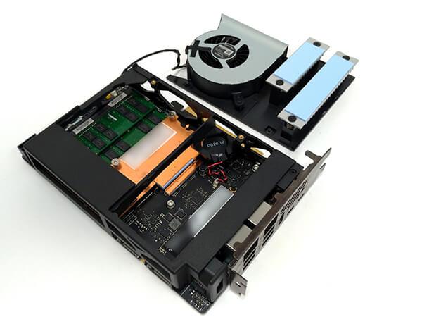インテルNUC9i9QNXのメインボードにメモリ、ストレージを搭載