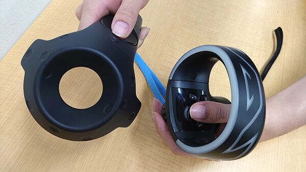 左:従来のコントローラー 右:VIVE COSMOSのコントローラー