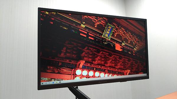 LCD-GC251UXB/A 父ノ背中Apple設定での映像