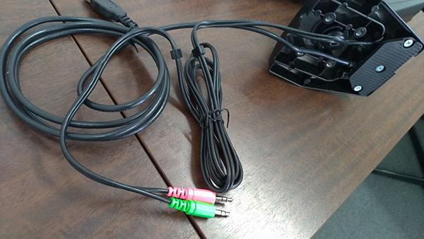 DA-ARMS台座部分の端子からの接続ケーブル