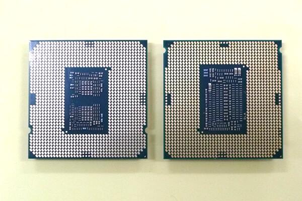 裏面から見たCPU 第10世代CPU(左)と第9世代CPU(右)。LGA接点ポイント数や中央のキャパシタの配置が異なる。