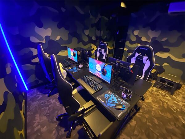 ゲーミングPC付きルーム(4人部屋)