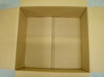 ①丈夫で厚手のダンボール箱を用意する